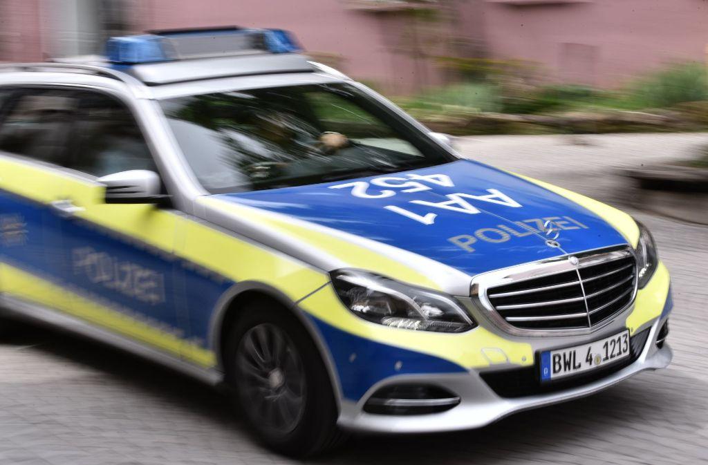 Zu einem spektakulären Verkehrsunfall wurde die Polizei am Montag gerufen. Foto: Phillip Weingand / STZN