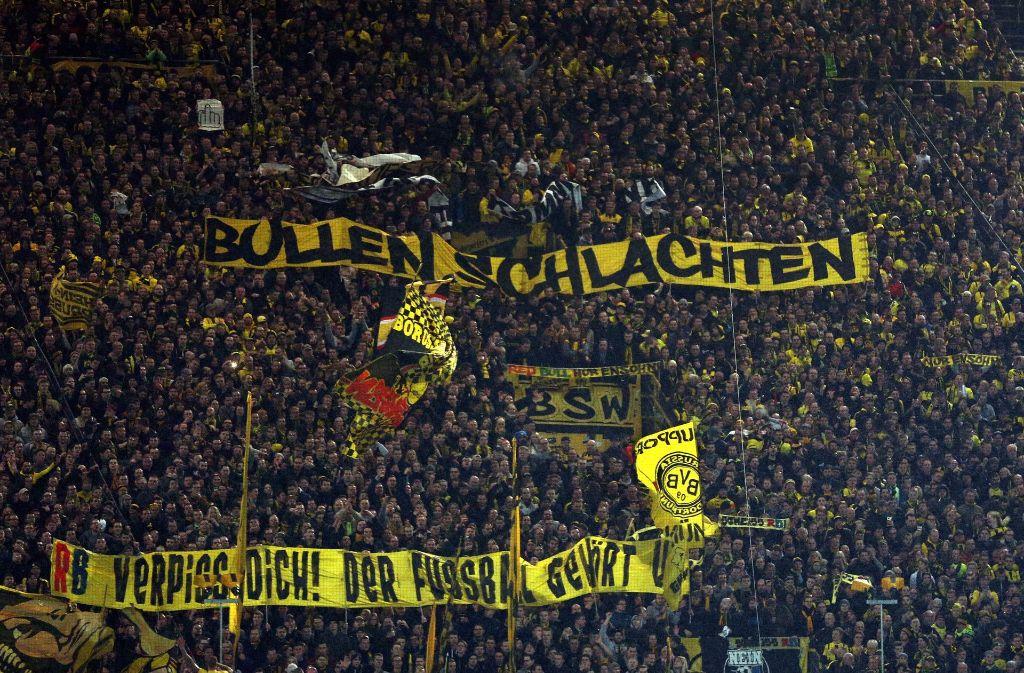 Böse Überraschungen will die massiv verstärkte Polizei beim Spiel zwischen dem BVB und Leipzig um jeden Preis verhindern Foto: dpa