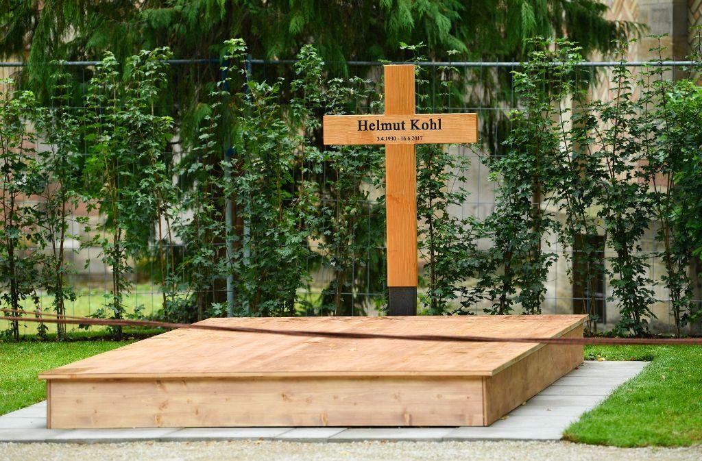Die Kamera wurde aus Sorge aufgestellt, Kohls Grab könnte verunstaltet werden. Foto: dpa
