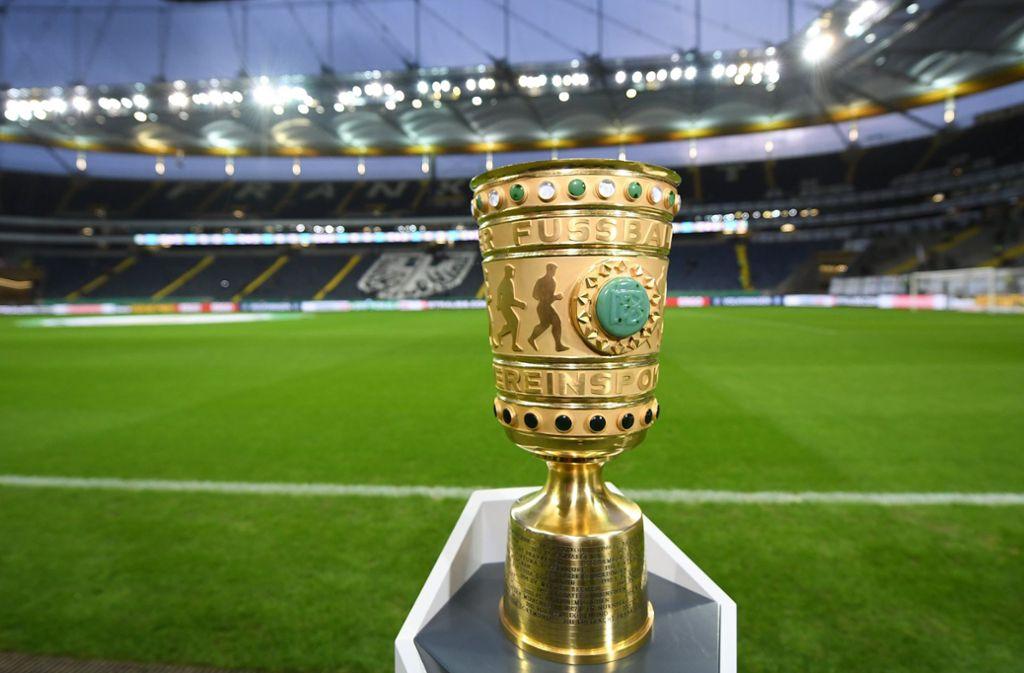Eigentlich war das Duell des Rekordmeisters und Rekordpokalsiegers mit dem fünfmaligen Cup-Champion aus Frankfurt im April geplant gewesen. Foto: dpa/Arne Dedert