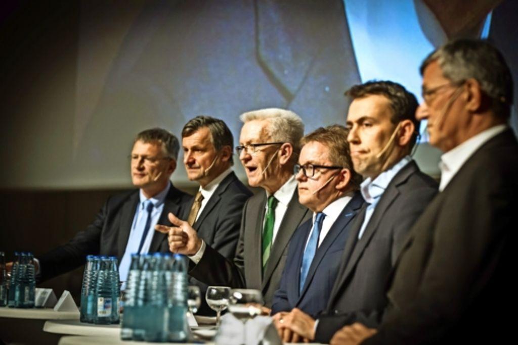 Knapp zwei Stunden diskutieren die  Spitzenkandidaten am Dienstagabend mit der StZ: Jörg Meuthen (AfD, von links), Hans-Ulrich Rülke (FDP), Winfried Kretschmann (Grüne), Guido Wolf (CDU), Nils Schmid (SPD) und Bernd Riexinger (Linke). Foto: Lichtgut/Achim Zweygarth