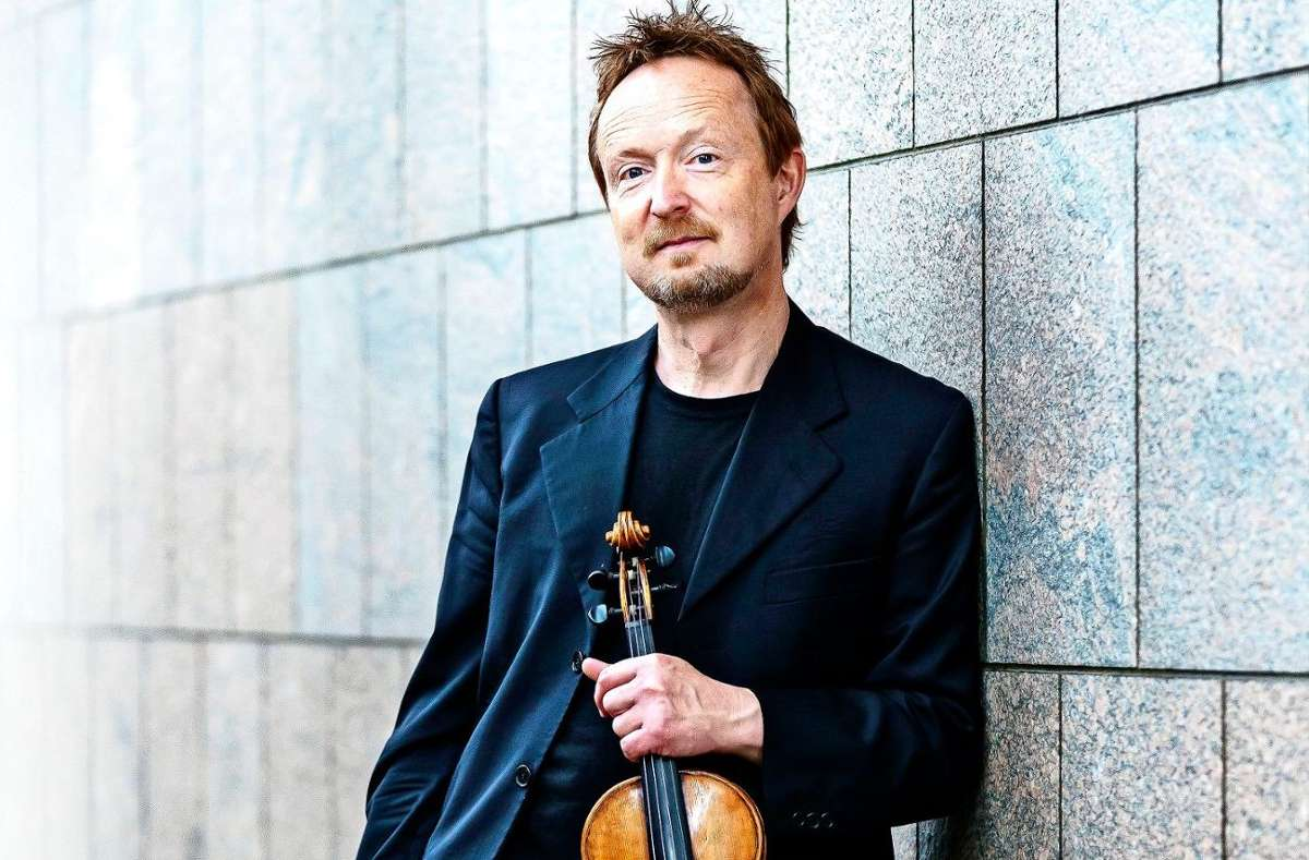 Der Violinist Daniel Sepec tritt am 7. Oktober im Hospitalhof mit dem Stuttgarter Kammerorchester auf.  Foto: Valentin Behringer