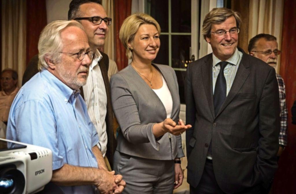 Gespanntes Warten auf die Ergebnisse der Regionalwahl: Harald Rass, Joachim Pfieiffer, Nicola Schelling und Thomas Bopp. Foto: Achim Zweygarth