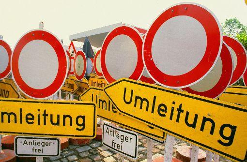 Die Lindenstraße    ist nur  auf einer Spur befahrbar