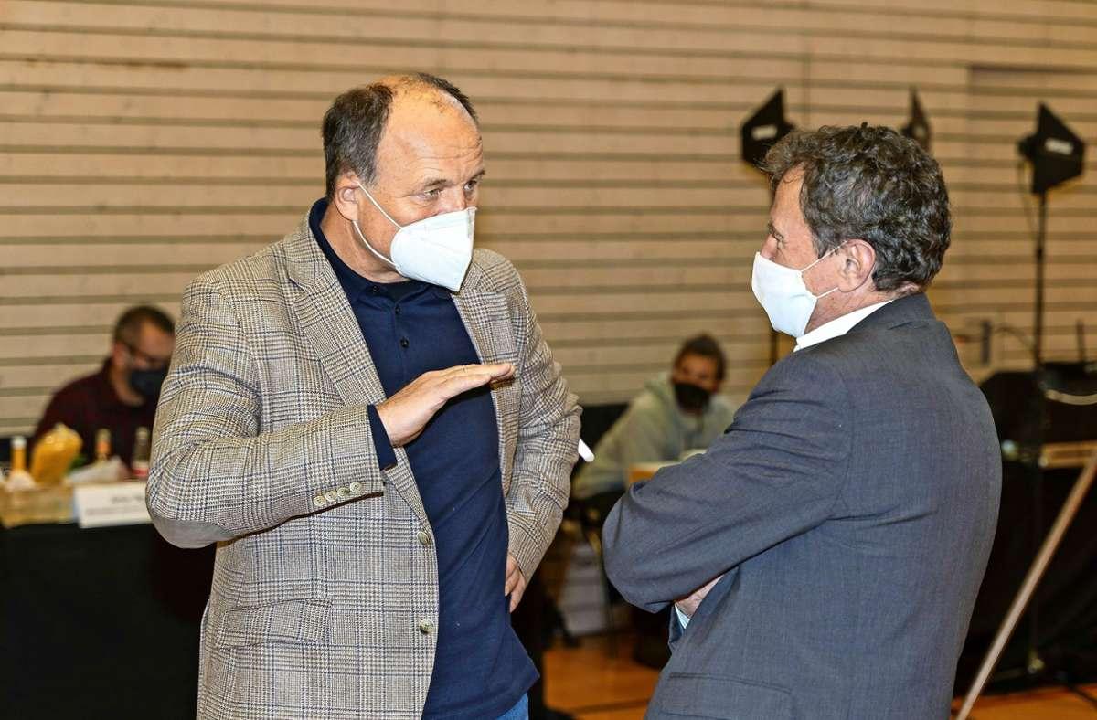 """Werner Spec (links) zieht """"aus privaten Gründen"""" in den Main-Tauber-Kreis. Am Freitag hat er sich von seinen Kreistagskollegen verabschiedet. Foto: factum/Jürgen Bach"""