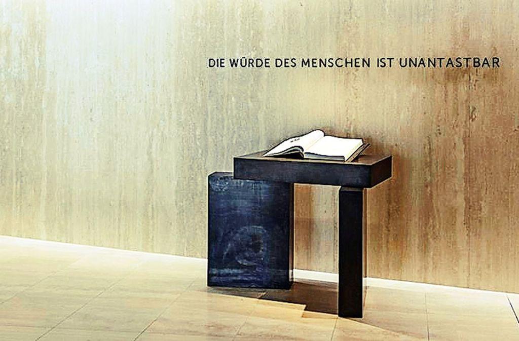 Das neue Gedenkbuch im Landtag erinnert an 327 Abgeordnete. Foto: Landtag