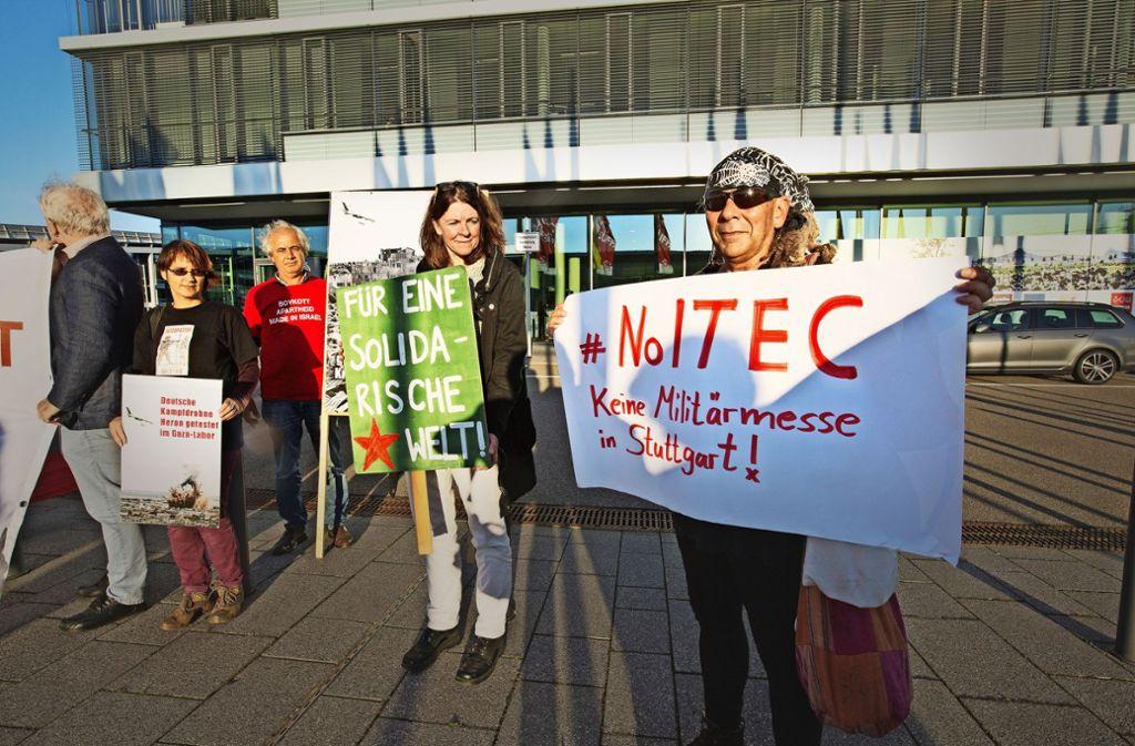 Es gibt Protest gegen die Rüstungsmesse.  Wirtschaftsministerin Hoffmeister-Kraut hingegen sieht die Messe positiver. Foto: Ines Rudel