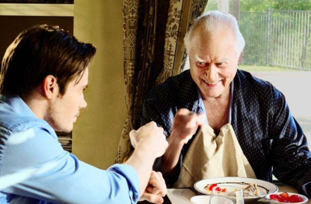 Wenn der Vater mit dem Sohne: John Ross (Josh Henderson, links)  J.R. (Larry Hagman) hecken schon wieder eine Gemeinheit aus Foto: RTL