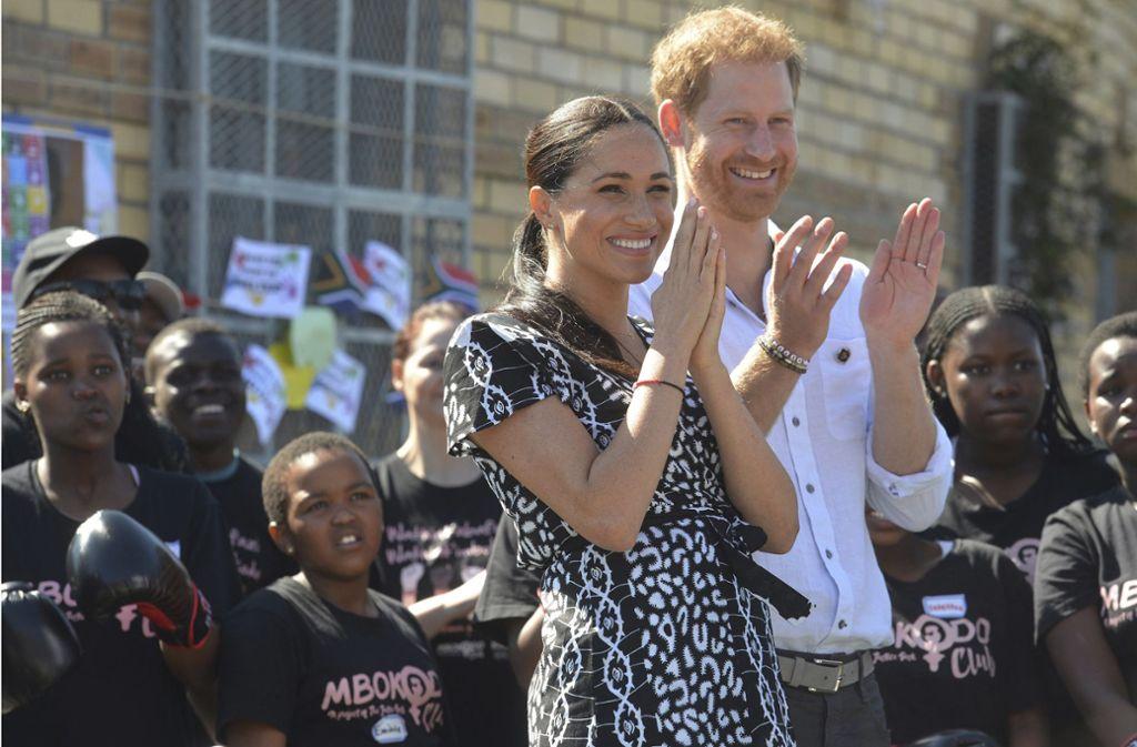 Harry und Meghan wagen einen drastischen Schritt. Foto: AP/Courtney Africa