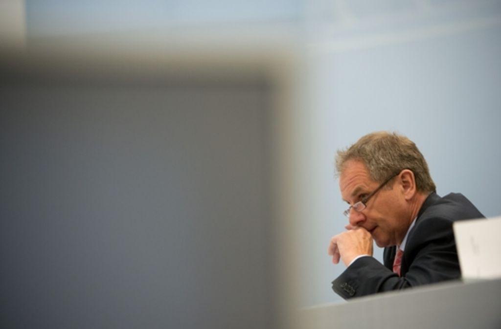 CDU und FDP werfen Baden-Württembergs Innenminister Reinhold Gall (SPD) vor, er habe die Polizeiabteilung in seinem Ressort nicht im Griff. Foto: dpa