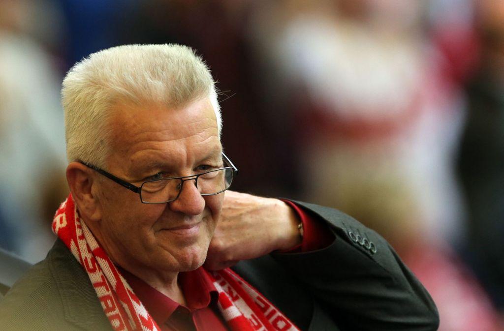 Ministerpräsident Winfried Kretschmann ist auch Fußballfan. Foto: dpa