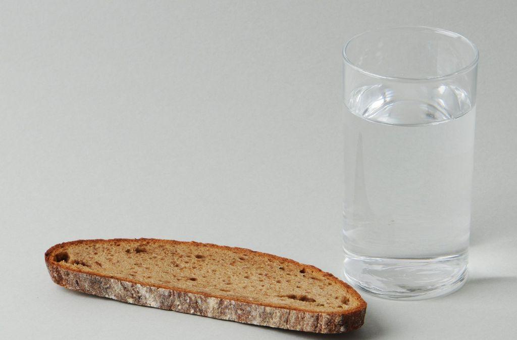 Die Fastenden verzichten für eine bestimmte Zeit auf einige Nahrungsmittel – doch es gibt viele verschiedene Möglichkeiten, eine Fastenkur zu gestalten. Foto: dpa