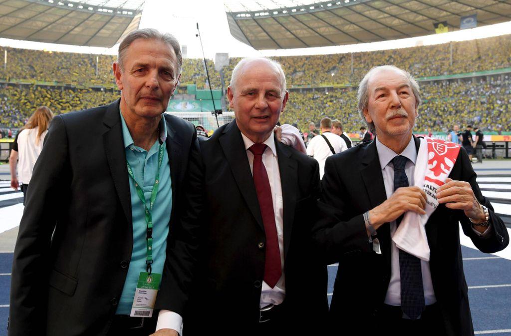 Das große Trio vom Main: Karl-Heinz Körbel, Bernd Hölzenbein und Jürgen Grabowski (von links) spielten nur für Eintracht Frankfurt. Foto: imago/Peter Hartenfelser