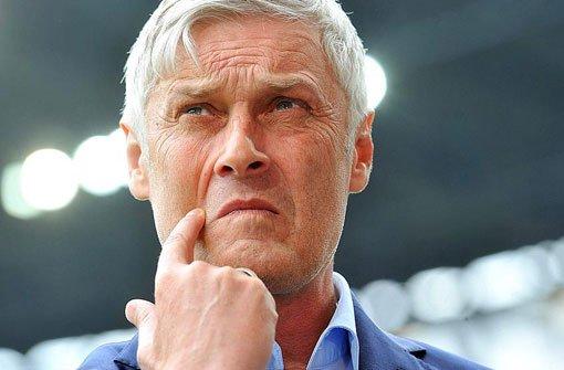 Richtet sich der Blick wieder Richtung Stuttgart? Armin Veh verlässt Frankfurt und wird aller Voraussicht nach der neue VfB-Trainer. Foto: dpa