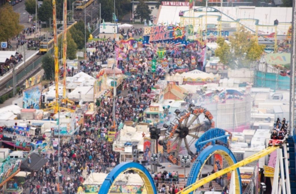 Massen auf dem Volksfest: am 3. Oktober musste das Gelände zeitweise gesperrt werden. Foto: dpa