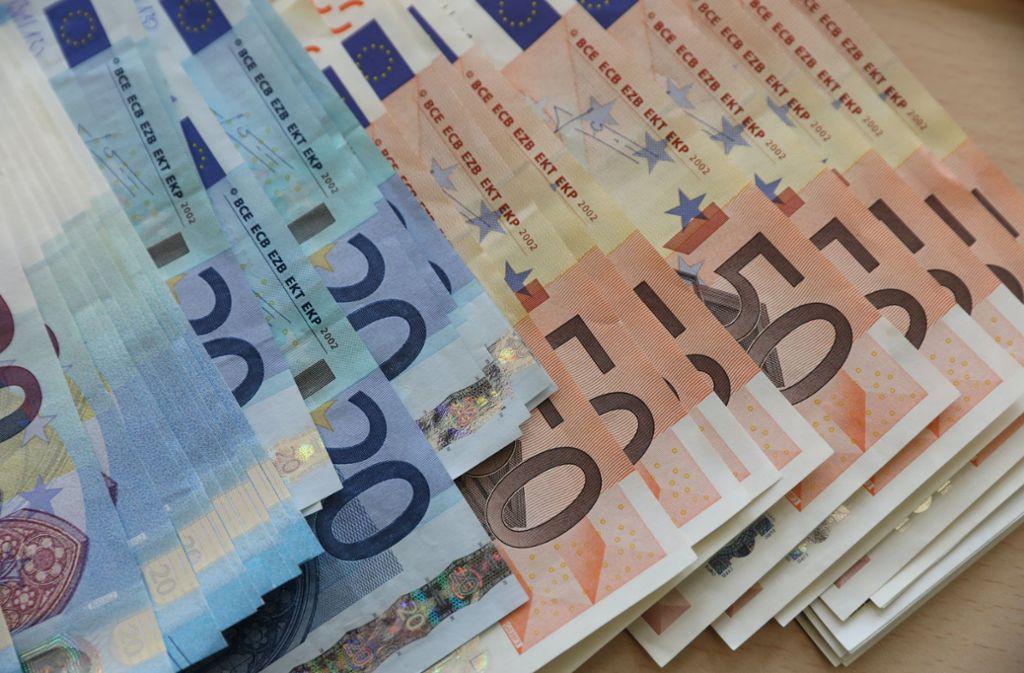 2019 hatten die  Deutschen – nach Abzug der Kosten –  etwas mehr Geld übrig. (Symbolbild) Foto: dpa/Bernd Wüstneck