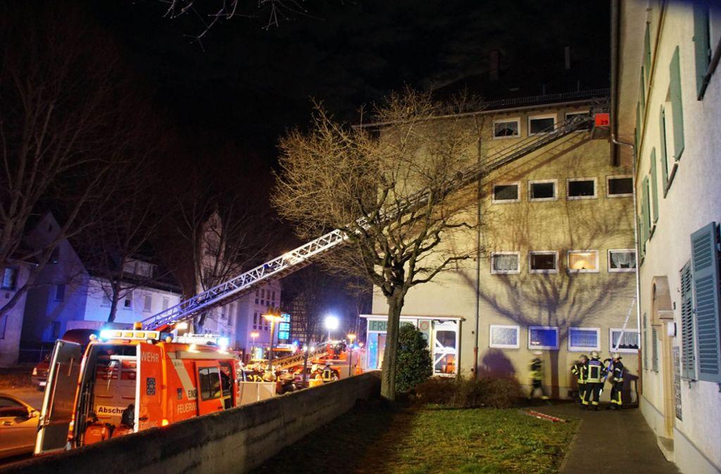 Die Höhe des Sachschaden steht noch nicht fest. Zehn Personen mussten ins Krankenhaus gebracht werden. Foto: Andreas Rosar Fotoagentur-Stuttgart