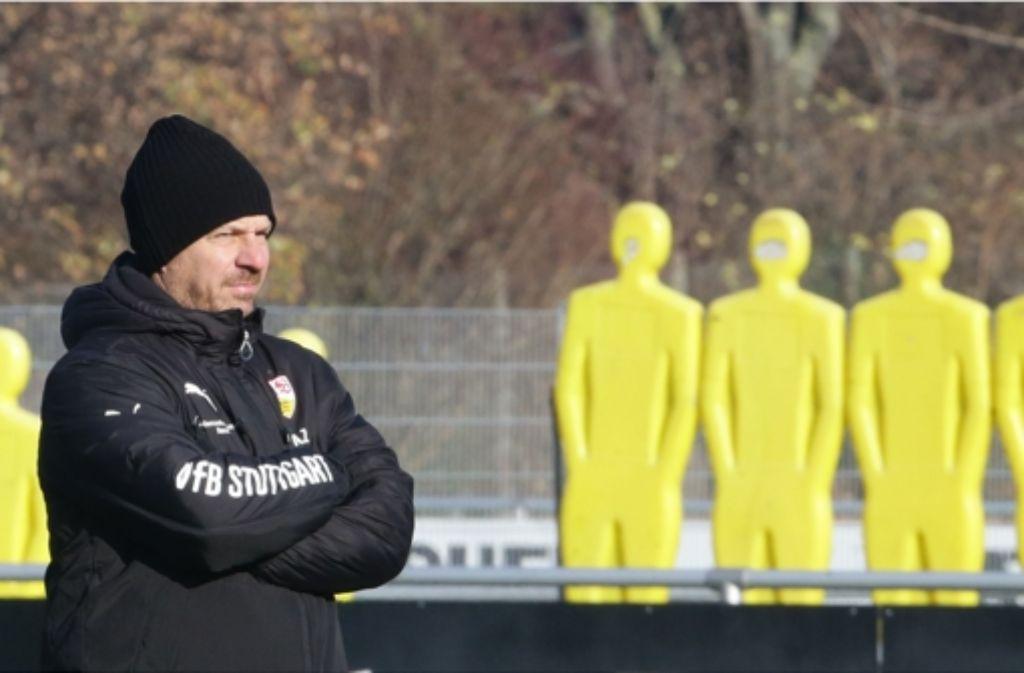 Da war er noch Trainer: Bilder vom VfB-Training am Dienstagvormittag mit Alexander Zorniger. Zornigers Laufbahn dokumentieren wir in der folgenden Bilderstrecke. Foto: Pressefoto Baumann
