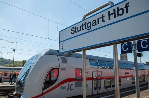 Mann randaliert in IC und  bespuckt Bahnpersonal