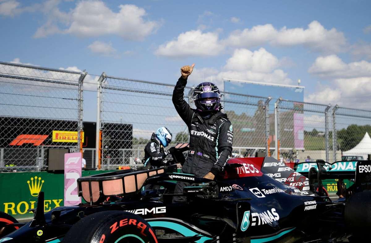 Lewis Hamilton freut sich über die 101. Pole Position seiner Karriere. Foto: AFP/DAVID W CERNY