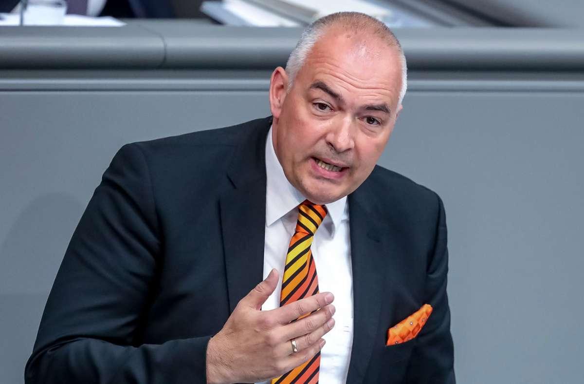 Axel Fischer (CDU) spricht im Bundestag bei den Haushaltsberatungen. Foto: dpa/Michael Kappeler