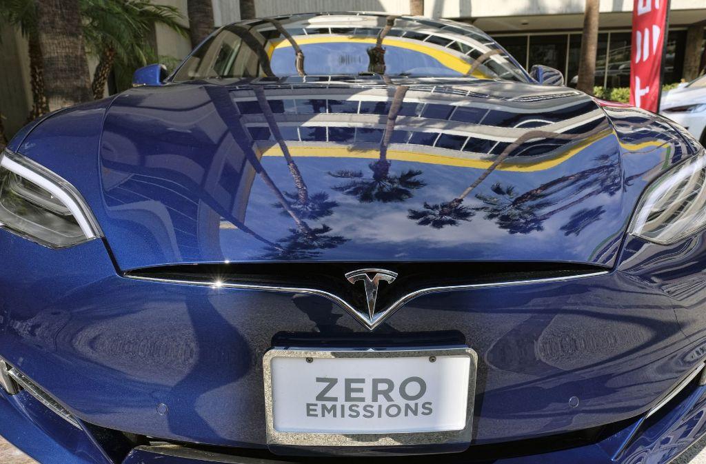 Der Elektroauto-Hersteller  Tesla (im Bild das Model S) will sich ab dem 30. Mai in der Stuttgarter Citiy in einem neuen Shop zeigen. Foto: AP