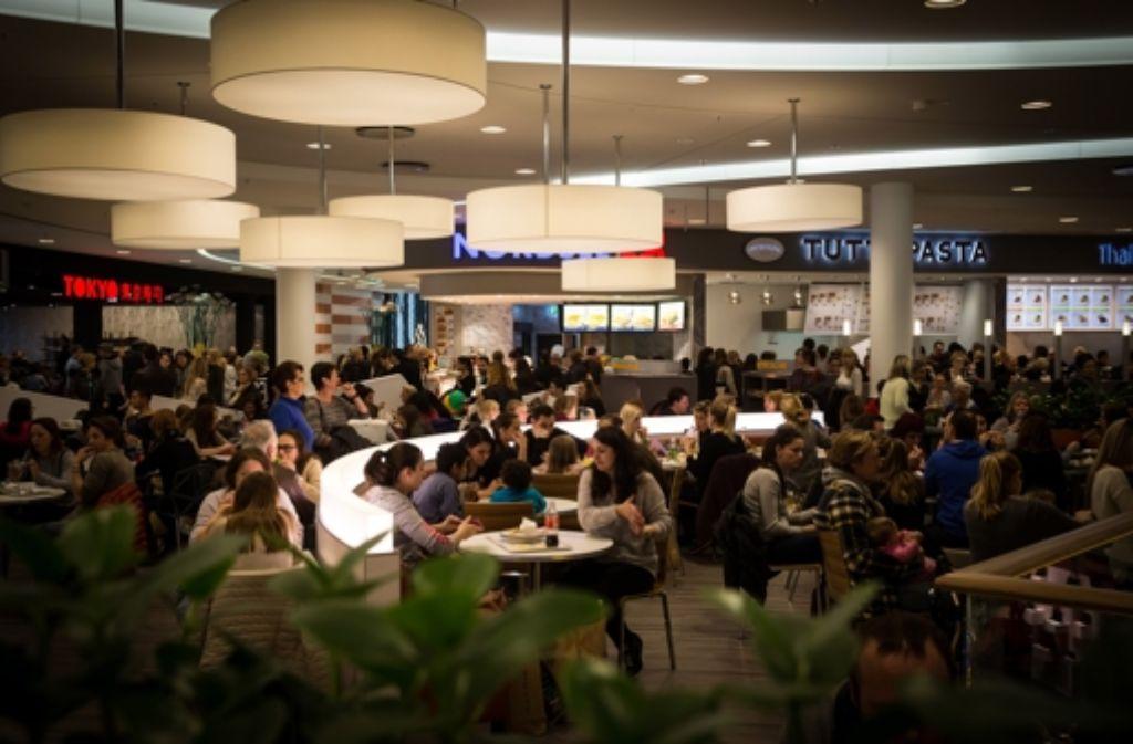 Der Food Court im Milaneo – und weitere Bilder vom Essen in den neuen Stuttgarter Shopping-Centern in der folgenden Bilderstrecke. Foto: Lichtgut/Achim Zweygarth