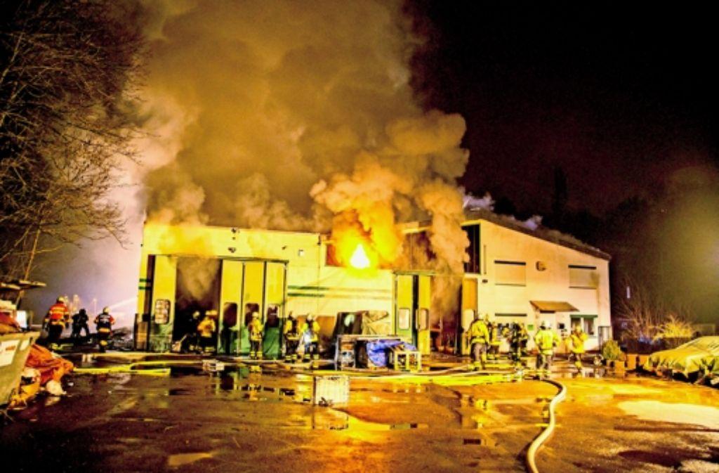 Die Lagerhalle in Schwieberdingen brannte lichterloh. Foto: 7aktuell/Archiv