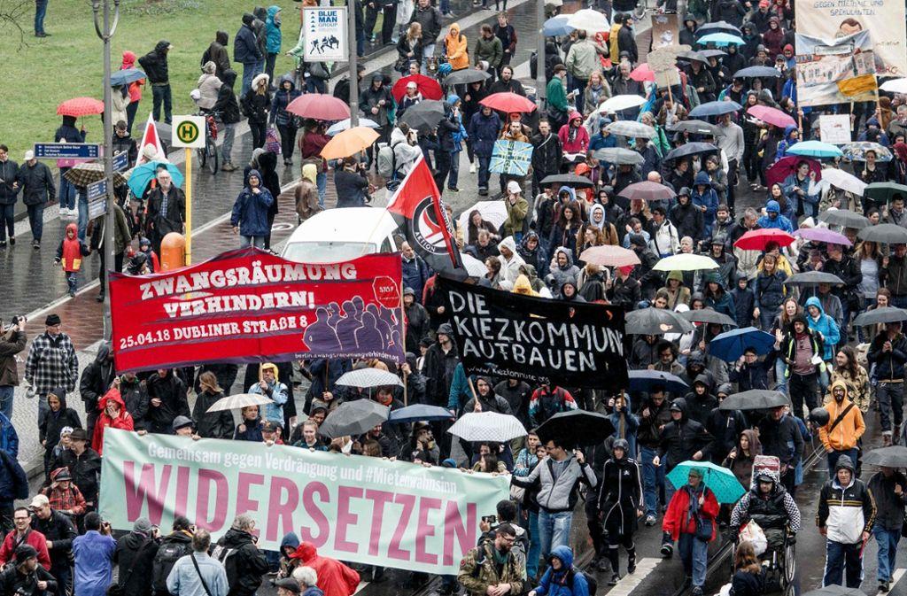 Die Veranstalter sprechen von 25.000 Teilnehmern, die Polizei zählte zirka 10.000 Demonstranten. Foto: dpa