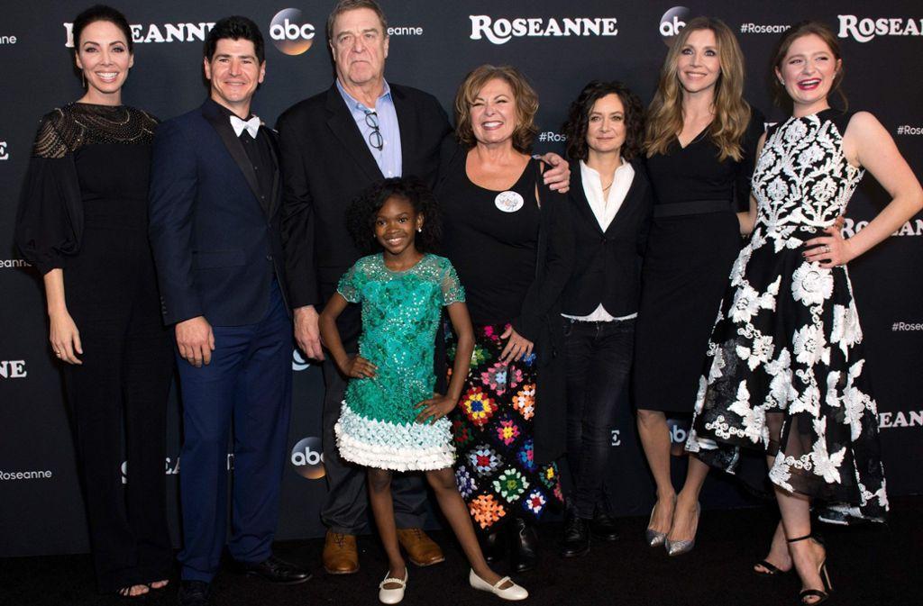 Wieder vereint: Die schräge Familie von Roseanne (4. von rechts) in der gleichnamigen Serie. Foto: AFP