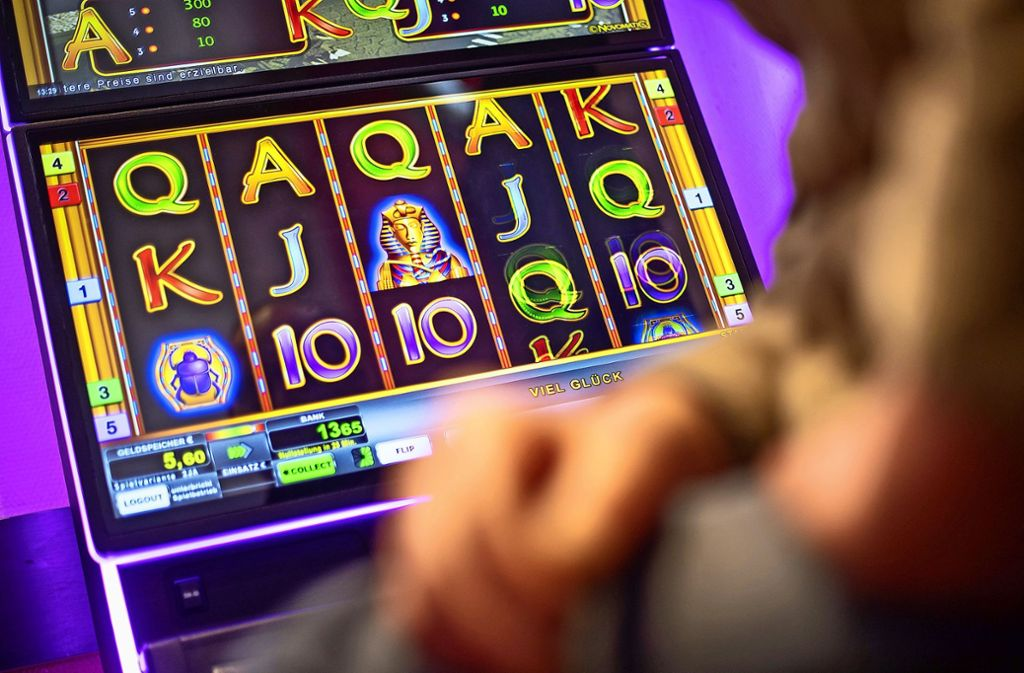 Die Forschungsstelle Glücksspiel hat den gesamten Glücksspielmarkt  von illegalen Internetangeboten über Lotto bis zum Roulettespiel in Casinos  im Blick Foto: dpa/Sebastian Gollnow