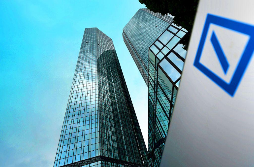 Vorstand und Aufsichtsrat der Deutschen Bank sind bei der diesjährigen Hauptversammlung mit einem blauen Auge davon gekommen. Foto: dpa