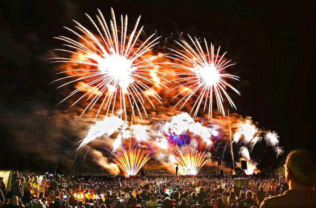 Wenn das Wetter mitspielt, werden rund 50000 Besucher die drei Musikfeuerwerke im Scharnhauser Park miterleben. Foto: