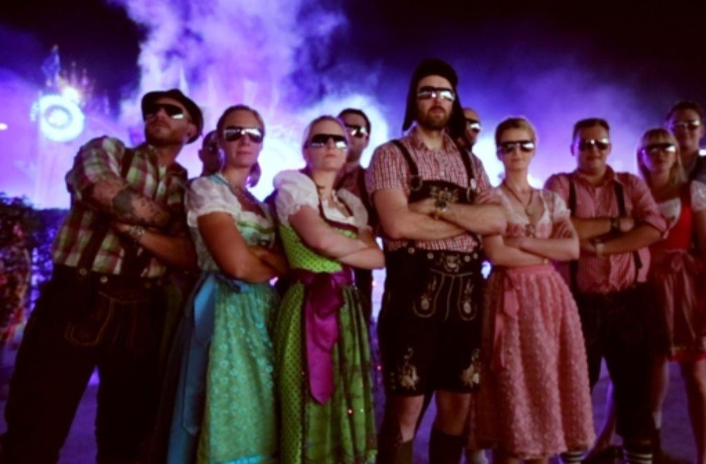 Bruddaal cool: der Schwaben-Rapper und seine Wasen-Gang. Foto: Facebook