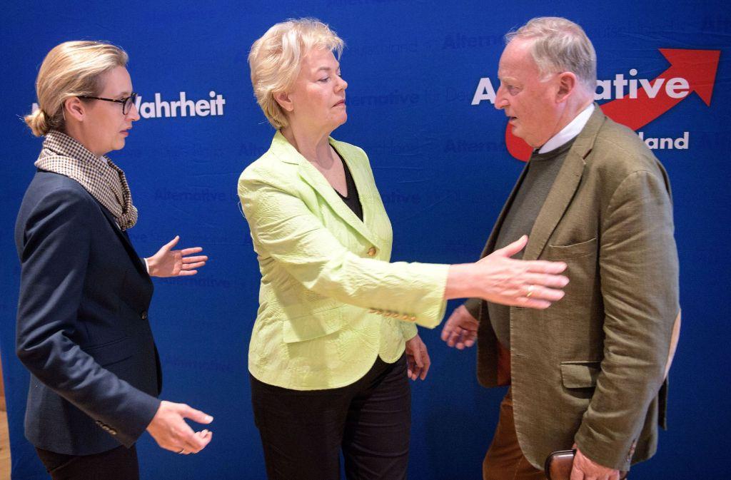 Erika Steinbach (Mitte) mit den AfD-Spitzenpolitikern Alice Weidel und Alexander Gauland. Foto: Getty
