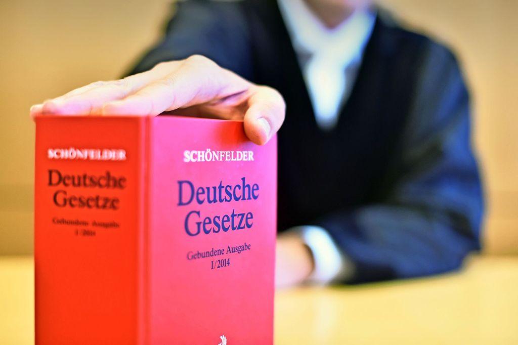 Das Jugendamt des Landkreises Breisgau-Hochschwarzwald hat versucht, das Opfer in Sicherheit zu bringen. Doch die Familienrichter waren anderer Meinung. Foto: dpa