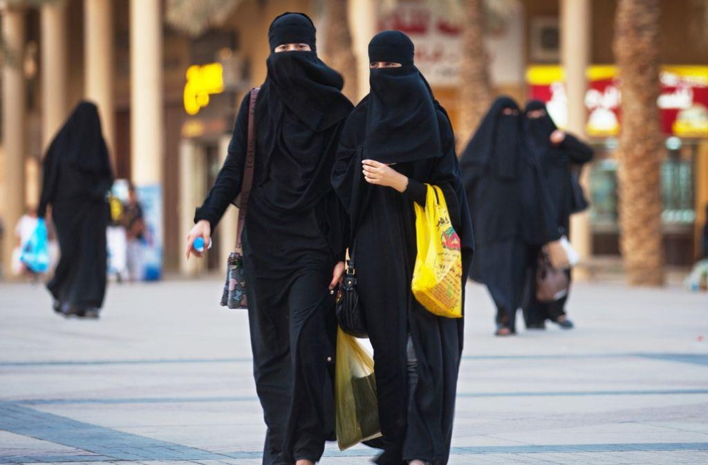 Der Nikabschleier und die Burka sind den Parlamentariern ein Dorn im Auge. Foto: dpa