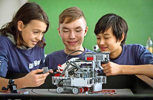 Schüler  treiben  Roboter an