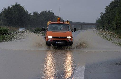 Starkregen unterspült Autobahn