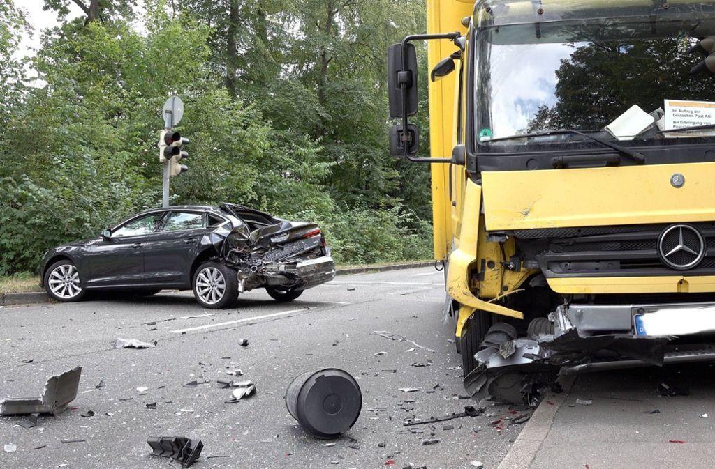 In der Stuttgarter Jahnstraße hat es gekracht. Foto: 7aktuell.de/Alexander Hald