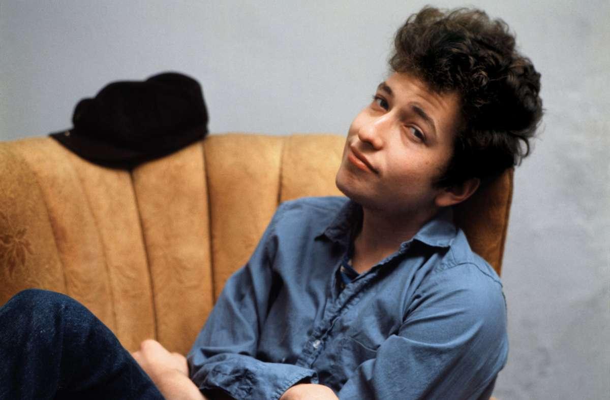 Bob Dylan zu Beginn seiner Karriere in den frühen 1960er Jahren. In unserer Bildergalerie stellen wir sieben prägende Lieder des Singer-Songwriters vor. Foto: Sony Music