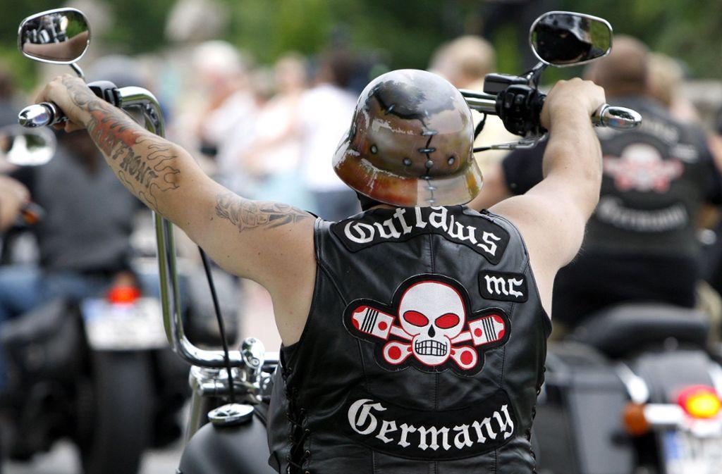 """Die  Rocker-Gruppe """"Outlaws"""" ist in den Fokus der Polizei gerückt. Mehrere Wohnungen wurden durchsucht. (Symbolfoto) Foto: AP"""