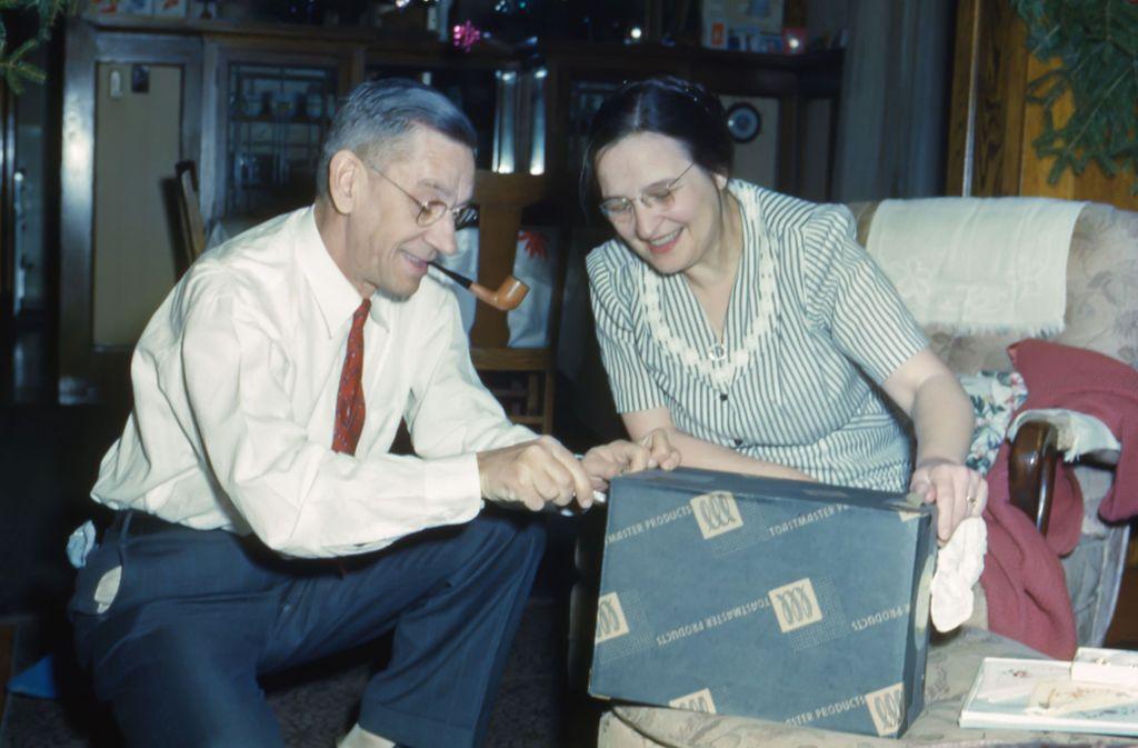 Schwer zu beschenken: Eltern, die schon alles haben. Klicken Sie sich durch unsere Bildergalerie. Foto: Unsplash/Les Anderson