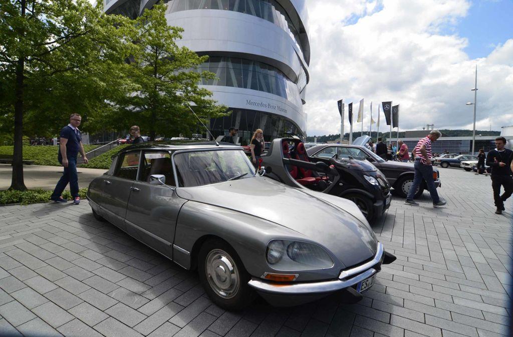 Am Sonntag trafen sich Oldtimer-Fans aus Stuttgart und Region am Mercedes-Benz-Museum. Foto: Andreas Rosar Fotoagentur-Stuttg