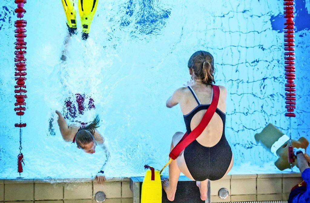 In Plieningen schwimmen bereits jetzt fast nur Vereine und Schulen. Foto: Lichtgut/Julian Rettig