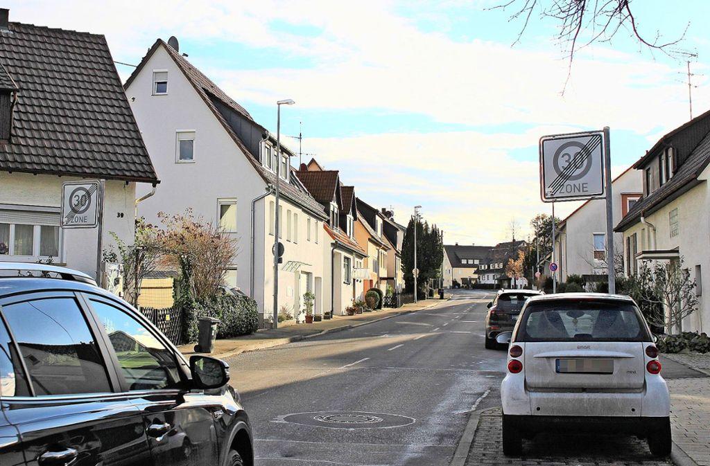 An der Metzinger Straße gilt Tempo 30 nur bis auf Höhe des Hauses Nummer 40, aufsteigend darf man 50 fahren. Foto: Caroline Holowiecki