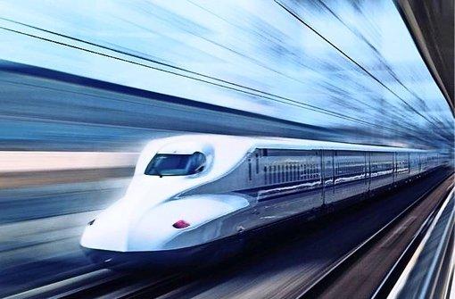 Der Shinkansen rast in Japan   durch die Gegend. Foto: auritius