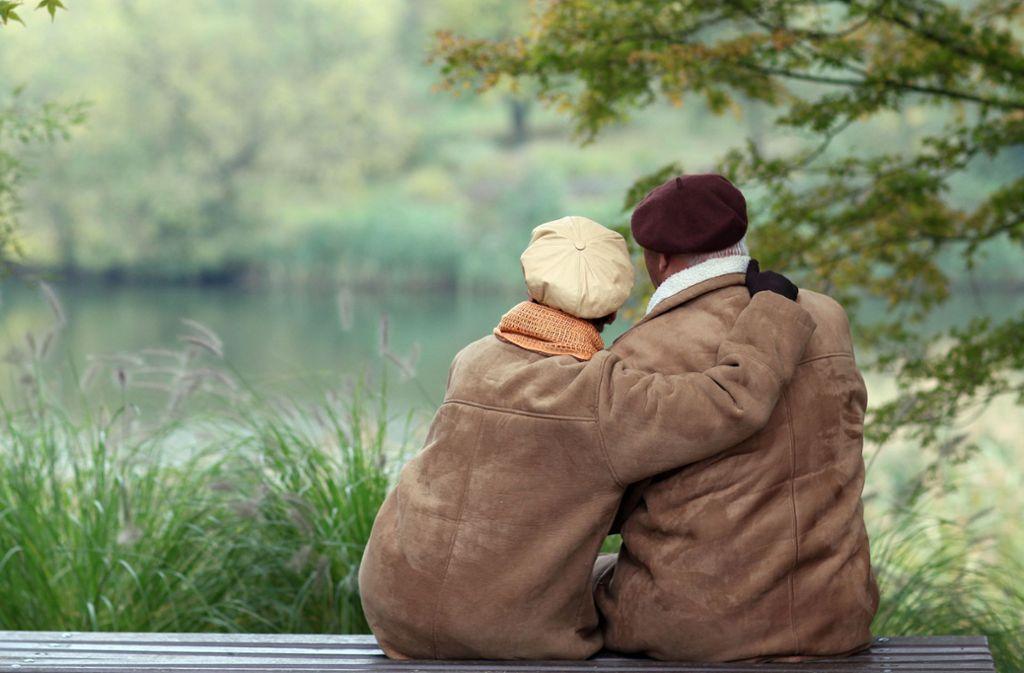 Intimität und Sexualität spielt auch im Alter noch eine große Rolle. Foto: Patrick Pleul/dpa-Zentralbild