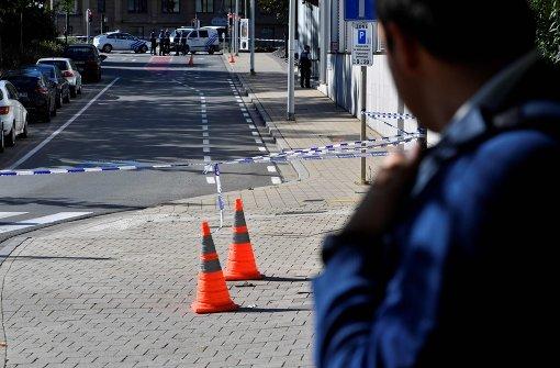 Zwei Polizisten niedergestochen
