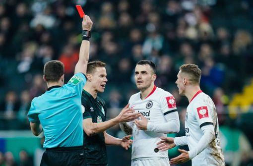 Ex-VfB-Profi entschuldigt sich für rüdes Foul bei Ömer Toprak